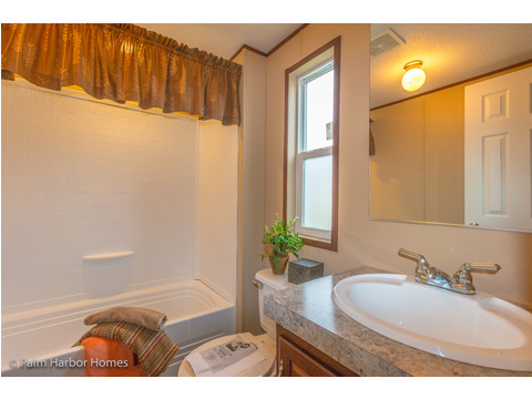 Guest Bathroom - Model 16563V, 3 Bedrooms, 2 Baths, 868 Sq. Ft.