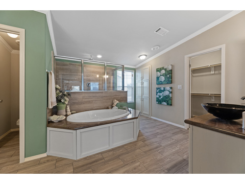 Hacienda III Master Bath by Palm Harbor Homes - 4 Bedrooms, 3.5 Baths, 3,012 Sq. Ft.