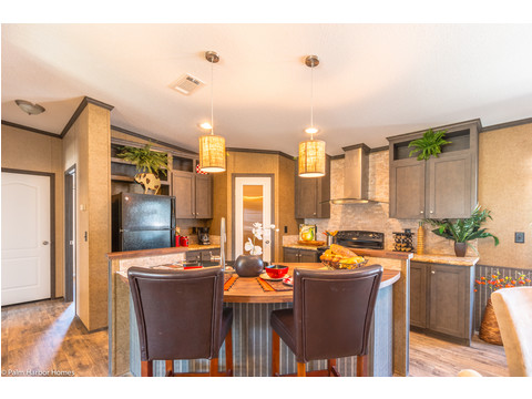 No need to be formal for breakfast, lunch or dinner when the eat-in bar is right in the middle of the kitchen action in the Homeland model ML30483H manufactured home by Palm Harbor Homes with 3 Bedrooms, 2 Baths, 1,440 Sq. Ft