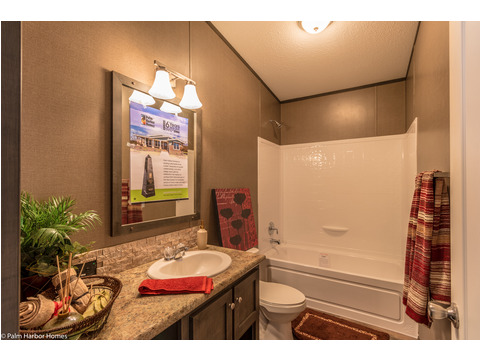 The secondary bathroom in the Homeland model ML30483H manufactured home by Palm Harbor Homes with 3 Bedrooms, 2 Baths, 1,440 Sq. Ft