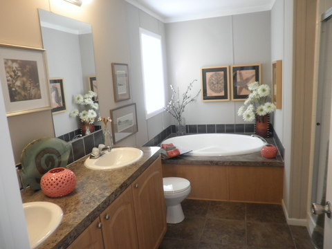 Luxurious master bathroom - Scottsdale KSP4769D by Palm Harbor Homes