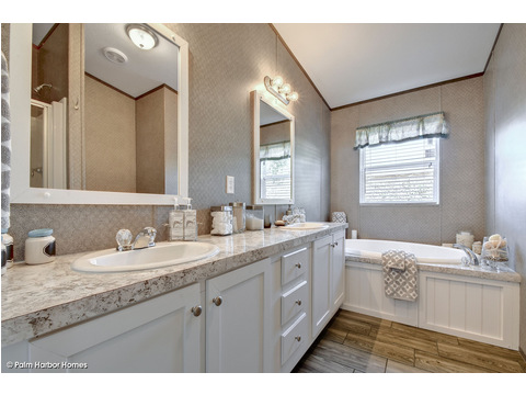 Master bath - The Cypress SA30543C by Palm Harbor Homes