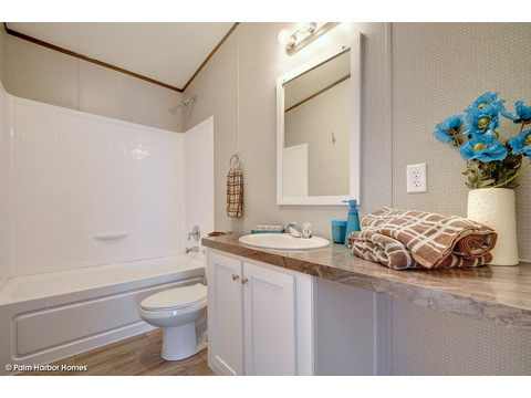 Guest bath - The Cypress SA30543C by Palm Harbor Homes