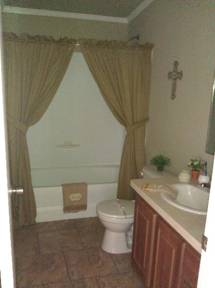 SPACIOUS BATHROOM FOR THE KIDS!