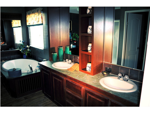 This amazing master bath has everything you need!  The Landrace by Palm Harbor Homes - 3 Bedrooms, 2 Baths, 1920 Sq. Ft.