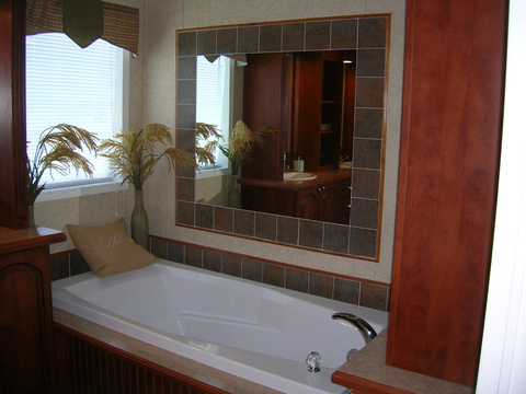 Master Bath Tub - Forest Park T3626D by Palm Harbor Homes