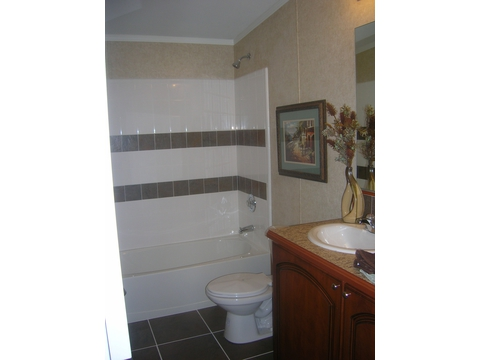 Guest Bath - Forest Park T3626D by Palm Harbor Homes