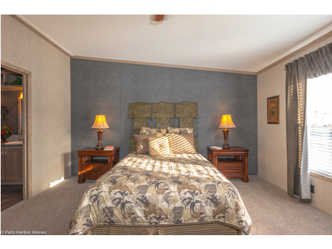 Master bedroom - The Homerun ML30724R by Palm Harbor Homes