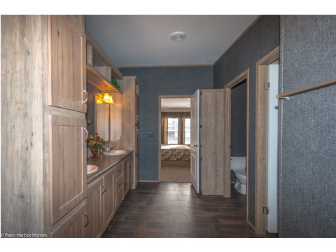 Master bathroom - The Homerun ML30724R by Palm Harbor Homes