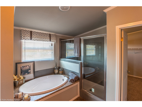 Large soaking bathtub, walk-in shower and walk-in closet make this master bath the spa getaway that you have been dreaming of! Right here in the La Linda manufactured home by Palm Harbor with 3 Bedrooms, 2 Baths, 2280 Sq. Ft.