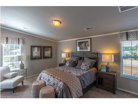 The master bedroom is to the rear of the home, split off from the secondary bedrooms with an adjoining on suite bathroom in the La Linda manufactured home by Palm Harbor with 3 Bedrooms, 2 Baths, 2280 Sq. Ft.
