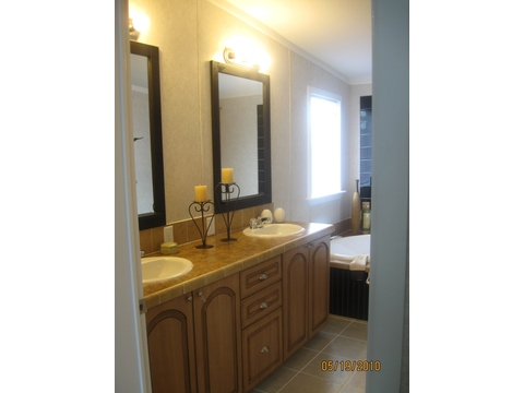 Master Bath - Oak P4566I by Palm Harbor Homes