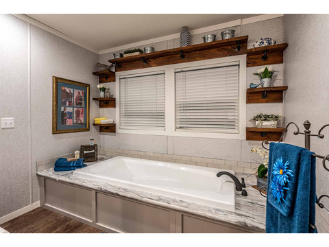 Master bathroom in the Magnum Home 76 double wide manufactured home by Palm Harbor Homes with 4 Bedrooms, 2 Baths, 2584 Sq. Ft.