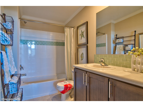 Guest bath - The Riviera II, 3 Bedroom, 2 Bath, 2,040 Sq. Ft. manufactured home by Palm Harbor in Plant City