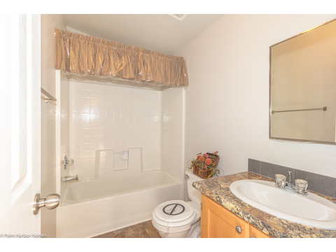 Main bathroom - Model PS16563A