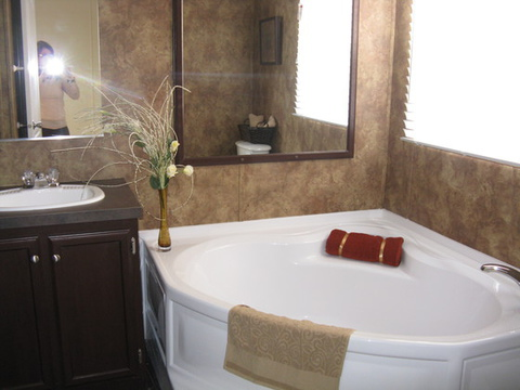 BIG Glamour bath perfect for soaking away the days stress. Notice the big window above that offers lots of natural lighting! - The Slant Kitchen TLG376B9 by Palm Harbor Homes Call - 1-888-466-3718 to find a model center near to you.