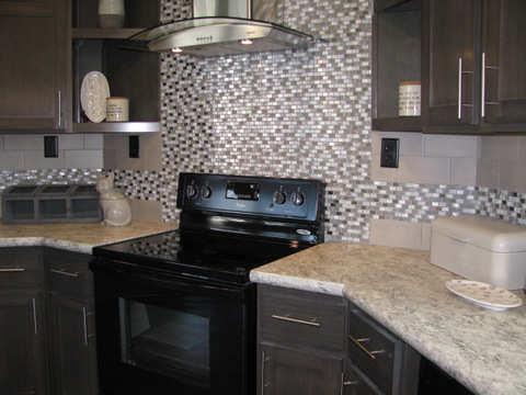 Full Tile Backsplash & Chimney Rangehood - The Casa Grande AD28764A by Palm Harbor Homes