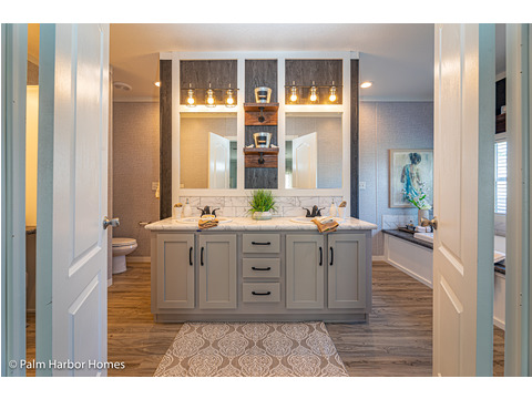 Master Bathroom of the Magnum home - a manufactured home by Palm Harbor Homes - with 4 Bedrooms, 2 Baths - www.palmharbor.com