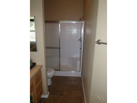 A full 1 piece fiberglass shower with plenty of space and all the upgrades... - The Prescott HI3268C, Palm Harbor Homes