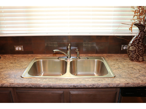 Double sink in the Kitchen.  The Casa Grande by Palm Harbor Homes - 4 Bedrooms, 3 Baths, 2520 Sq. Ft.