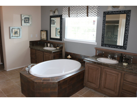 Large Master Bath has all of the amenities.  The Casa Grande by Palm Harbor Homes - 4 Bedrooms, 3 Baths, 2520 Sq. Ft.