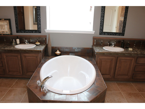 Large soaker tub and His and Hers vanities in the Master Bath.  The Casa Grande by Palm Harbor Homes - 4 Bedrooms, 3 Baths, 2520 Sq. Ft.