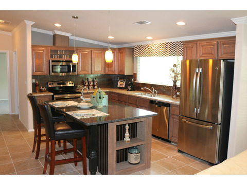 This Kitchen has all of the amenities.  The Casa Grande by Palm Harbor Homes - 4 Bedrooms, 3 Baths, 2520 Sq. Ft.