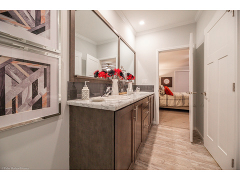 Master Bath - Malibu by Palm Harbor Homes, 3 Bedrooms, 2 Baths, 1,800 Sq. Ft.