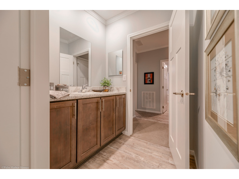 Guest Bath - Malibu by Palm Harbor Homes, 3 Bedrooms, 2 Baths, 1,800 Sq. Ft.