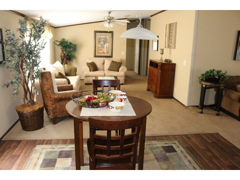 Model 28764P Dining Area by Palm Harbor Homes - 4 Bedrooms, 2 Baths, 2,026 Sq. Ft.