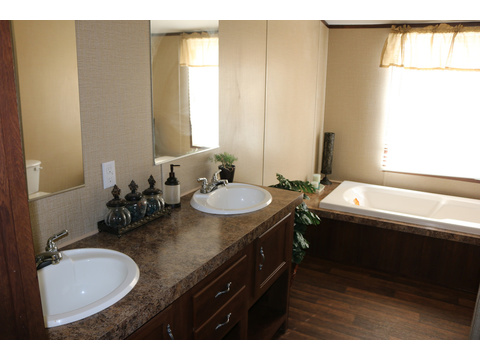 Model 28764P Master Bath by Palm Harbor Homes - 4 Bedrooms, 2 Baths, 2,026 Sq. Ft.