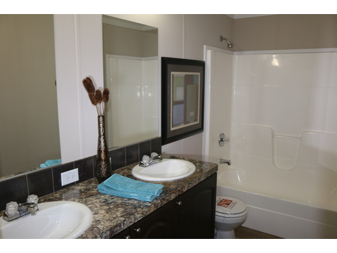 Guest bath - Barbados T3646T by Palm Harbor Homes