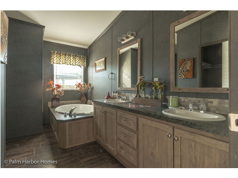 Master bathroom - The Super Saver Benbrook SA28644B by Palm Harbor Homes