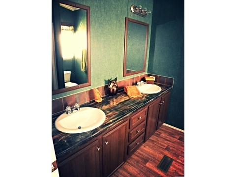 Master bath - The Da Vinci II GLP345A9 by Palm Harbor Homes