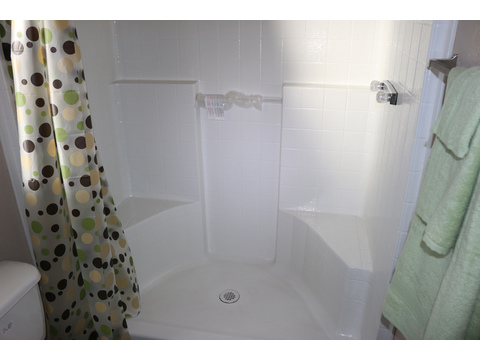 Model PHS7216D Master Bath Shower by Palm Harbor Homes - 3 Bedrooms, 2 Baths, 1,125 Sq. Ft.