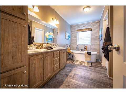 Spacious Master Bathroom - The Kensington MLP356A6 or ML28563K by Palm Harbor Homes