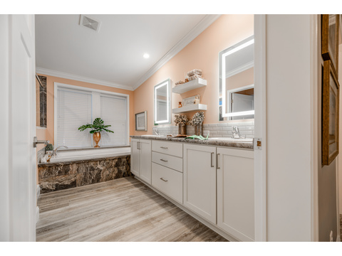 The Tradewinds Master bath by Palm Harbor Homes - 4 Bedrooms, 3 Baths, 2595 Sq. Ft. - Triple Wide Manufactured Home