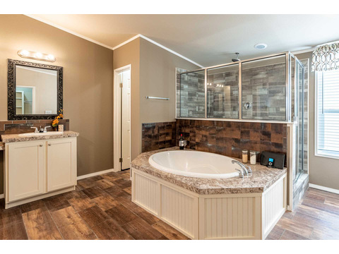 Master bathroom in the Canyon Bay I Model FT32684A - 4 Bedrooms, 2 Baths, 2,108 Sq. Ft. manufactured home by Palm Harbor Homes