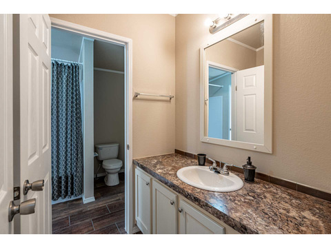Guest bathroom in the Canyon Bay I Model FT32684A - 4 Bedrooms, 2 Baths, 2,108 Sq. Ft. manufactured home by Palm Harbor Homes